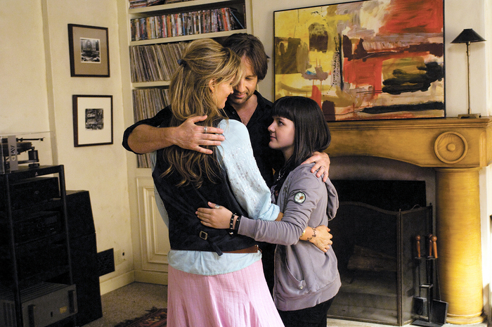 Natascha McElhone as Karen, David Duchovny as Hank, and Madeleine Martin as Becca (Season 2, Episode 10) - Photo: Randy Tepper/Showtime - Photo ID: californication_210_0130